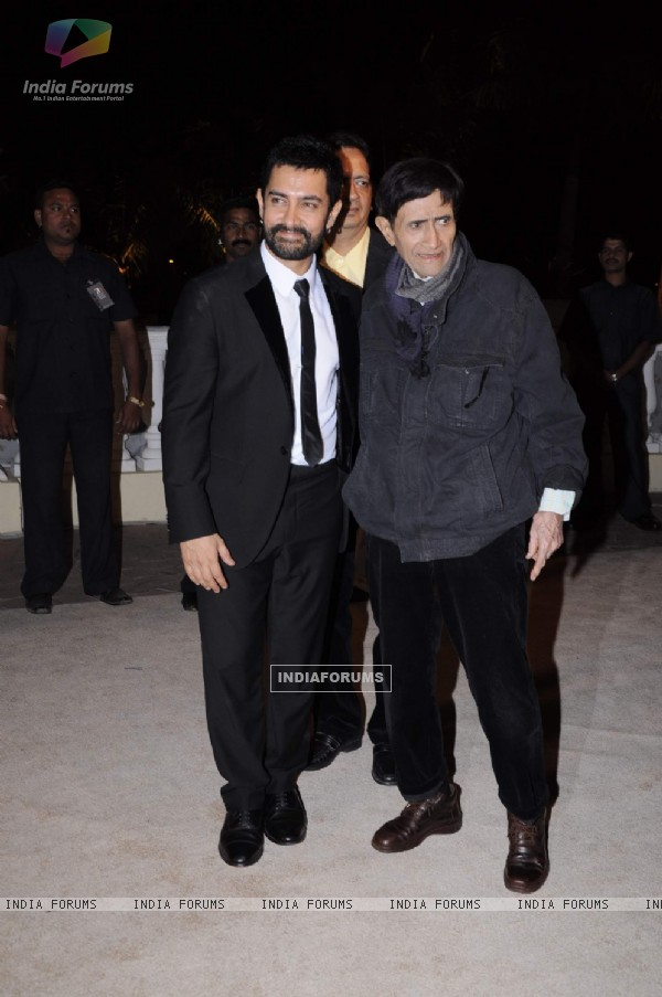 Dev Anand with Aamir Khan at Imran Khan and Avantika Malik's Wedding Reception Party at Taj Land's End. .