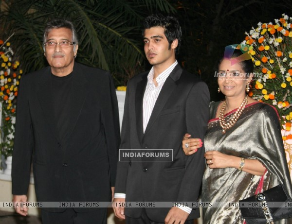 Vinod Khanna at Imran Khan and Avantika Malik's Wedding Reception Party at Taj Land's End