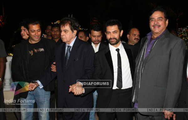 Aamir and Salman with Dilip Kumar and Shatrughan at Imran Khan and Avantika Malik Wedding Reception