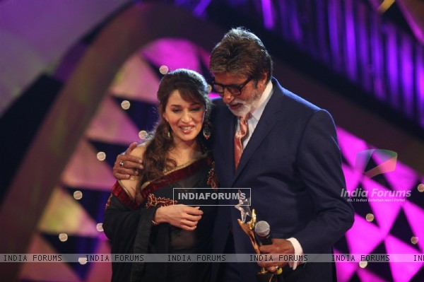Amitabh Bachchan and Madhuri Dixit at Stardust Awards-2011