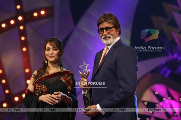 Madhuri Dixit and Amitabh Bachchan at Stardust Awards-2011