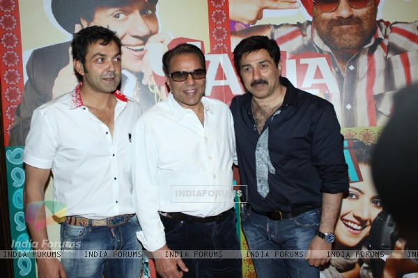 Dharmendra with Sunny and Bobby Deol at Yamla Pagla Deewana Film success party