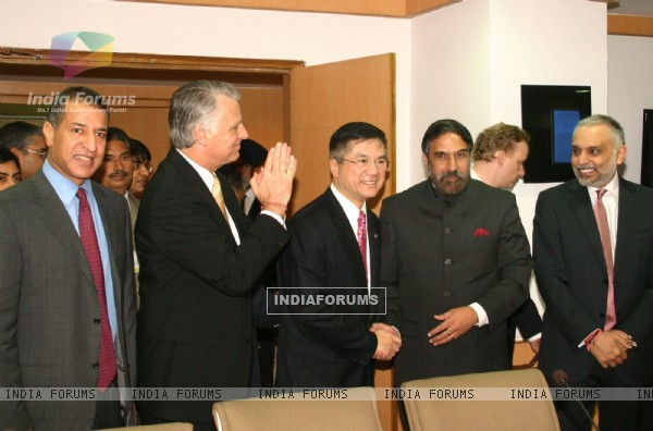 Union Minister for Commerce and Industry Anand Sharma and US Commerce Secretary Gary Locke with indian industrialist in New Delhi on Mon 7 Feb 2011. .