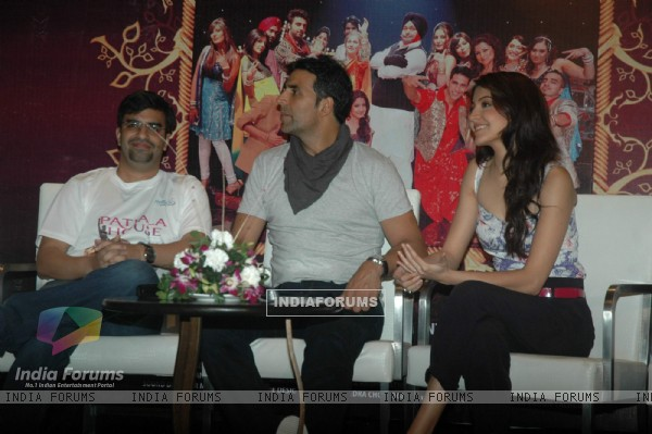 Akshay & Anushka promote Patiala House at Nyoo tv event at Novotel. .