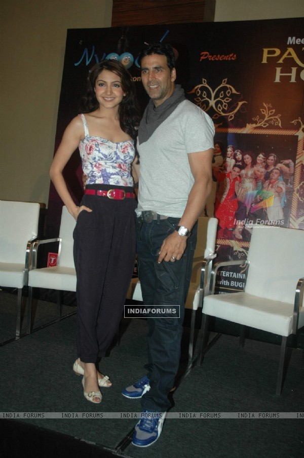 Akshay & Anushka promote Patiala House at Nyootv event at Novotel. .
