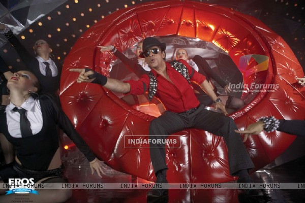 Shahrukh Khan performing on stage