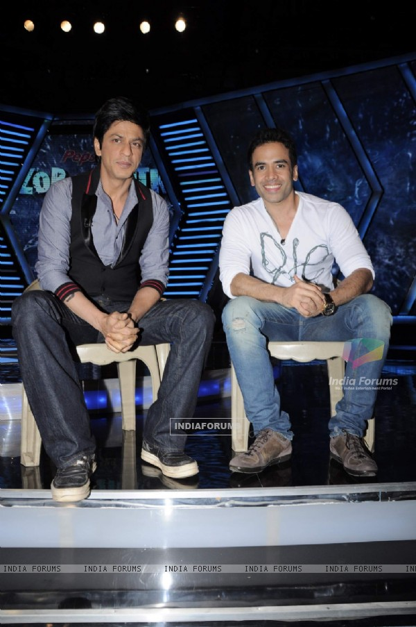Shah Rukh Khan with Tusshar on the sets of Imagine Zor Ka Jhatka at Yashraj Studios in Mumbai. .