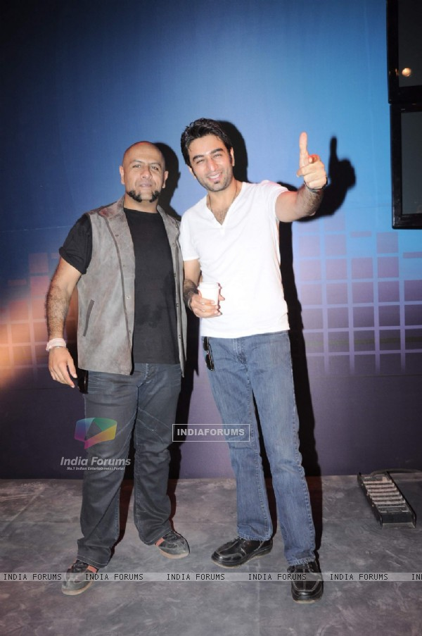 Lyricist Vishal Dadlani and singer Shekhar Ravjiani at the online 'Hungama' website concert at Mahboob studios in Mumbai. .