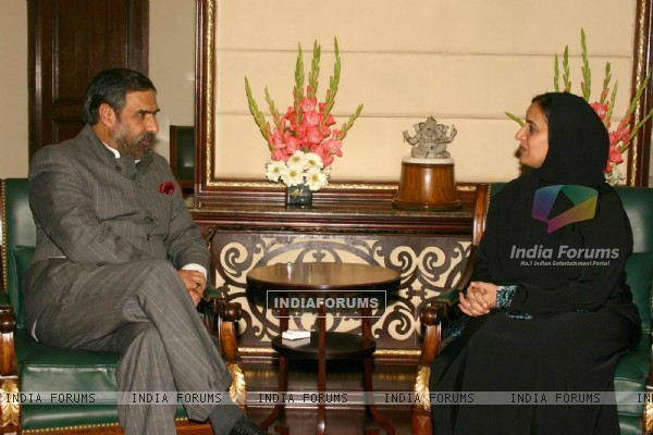 Minister of Foreign Trade UAE Sheikha Lubna Alqassemi with Union Minister of Commerce and Industry Anand Sharma in New Delhi
