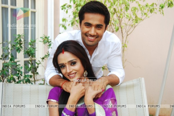 Vishal Karwal and Parul Chauhan as Abhay and Surbhi
