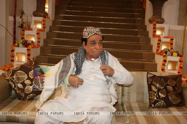 Kadar Khan shoots with Ravi Kissen at Goregaon. .