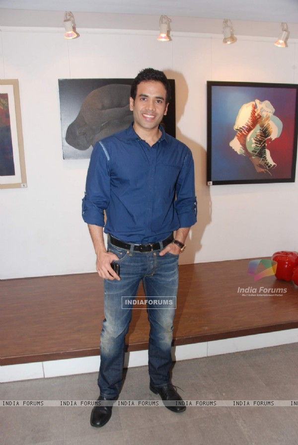 Tusshar Kapoor inaugurates Bendre art event to Where: Bandra. .