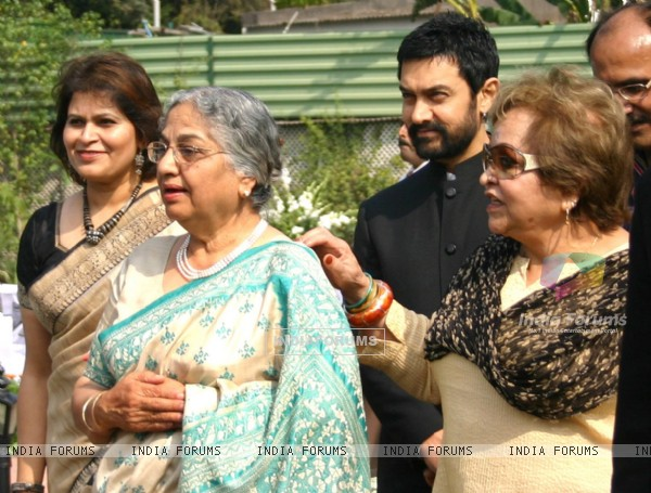 "Gursharan Kaur,  Salma Ansari and Aamir Khan at the release of book ""Colours of My Rainbow"""