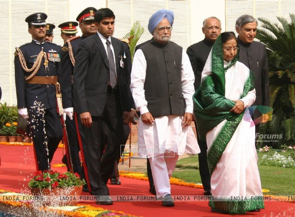 President Pratibha Patil and Prime Minister Manmohan Singh, at the beginning of the Budget session, in New Delhi
