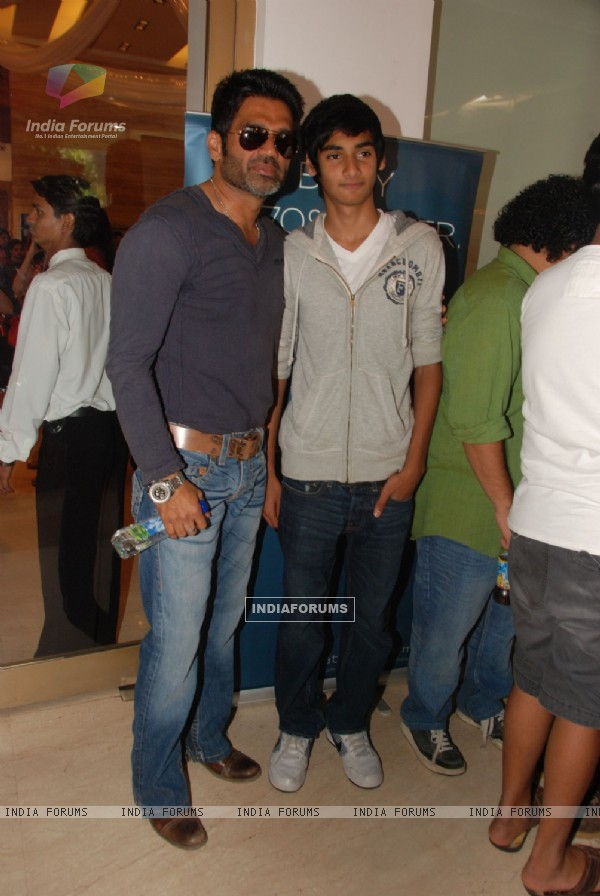 Sunil Shetty at Araish Exhibition, Blue Sea in Mumbai