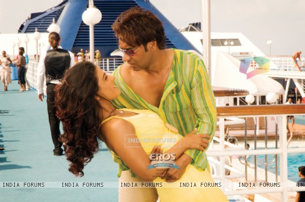 Romantic scene of Ajay and Kajol
