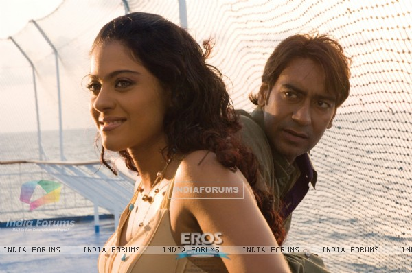 Ajay Devgan talking to Kajol