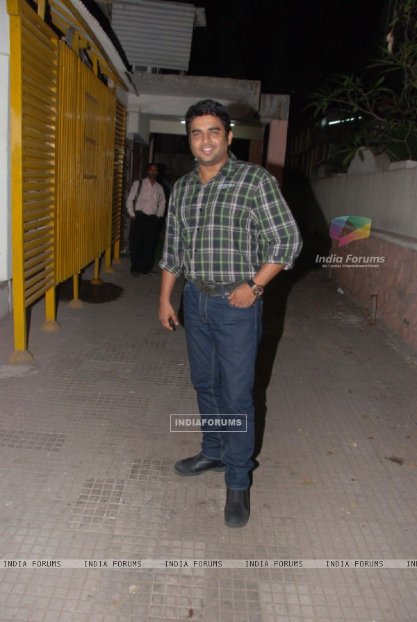 Madhavan at Tanu Weds Manu Screening at Ketnav, Bandra. .