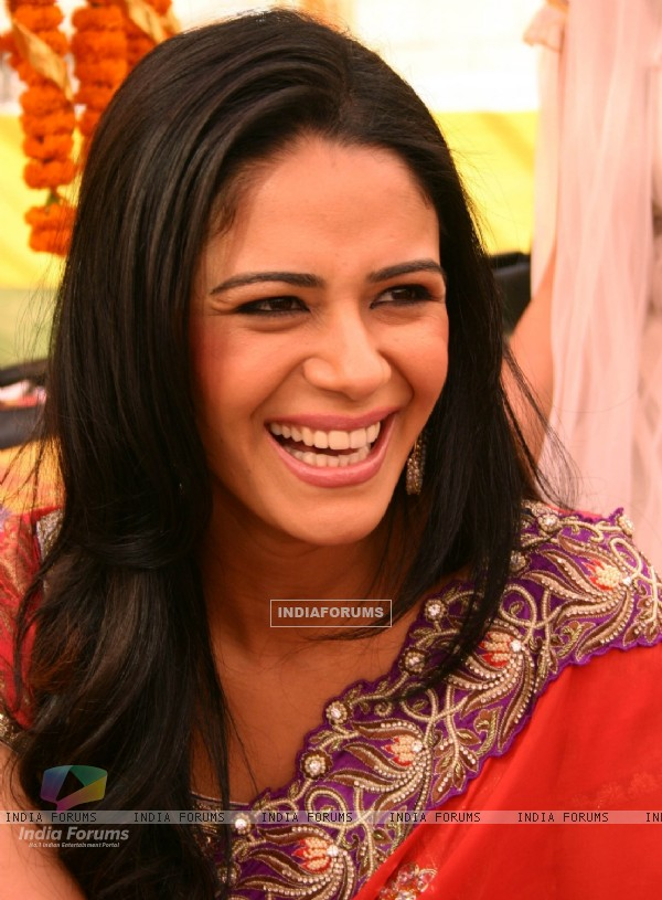 "Imagine TV show ""Shaadi 3 Carore Ki '' host Mona Singh, in New Delhi on Saturday- IANS Photo by Amlan Paliwal.."