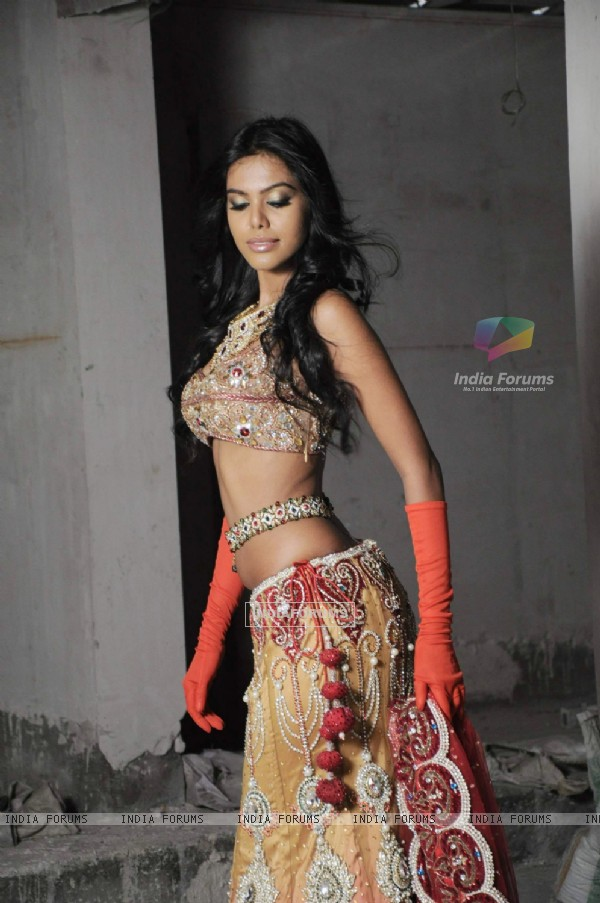 "Rohit Verma's Bridal Glamorous Collection 2011 ""Shehnai Ki Raat"" with Natasha Suri"