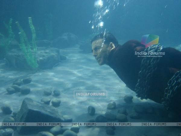 Akshay Kumar is under water