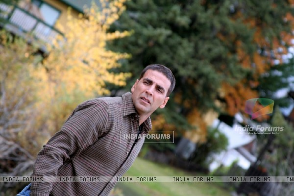 Akshay Kumar looking smart