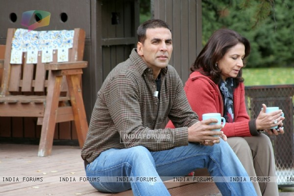 Akshay having a cup of coffee with Sharmila Tagore