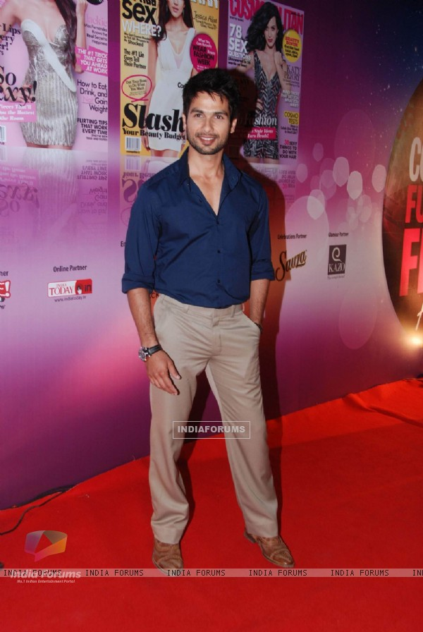 Shahid Kapoor walked the red carpet at Cosmopolitan Awards. .