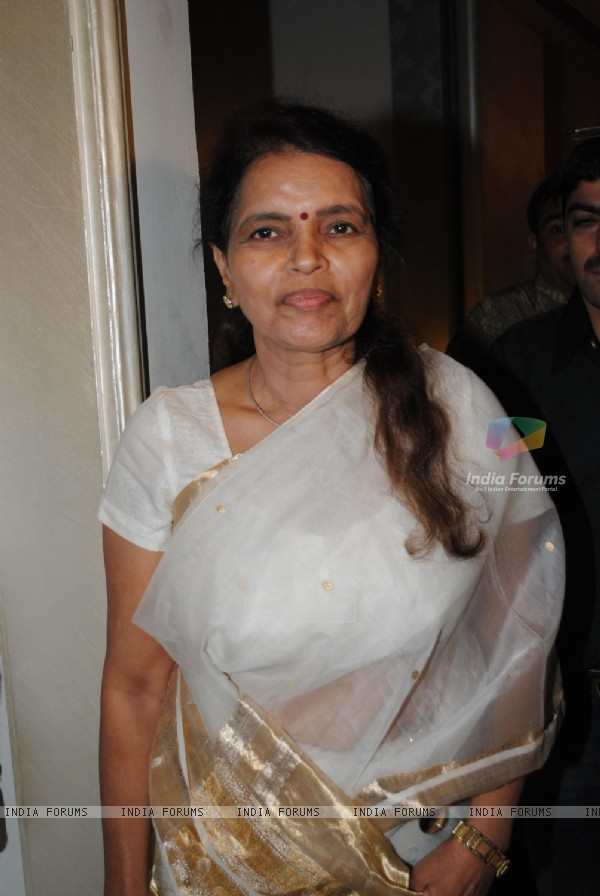 Rekha Mahajan at Rahul and Dimpy Mahajan's 1st wedding anniversary party