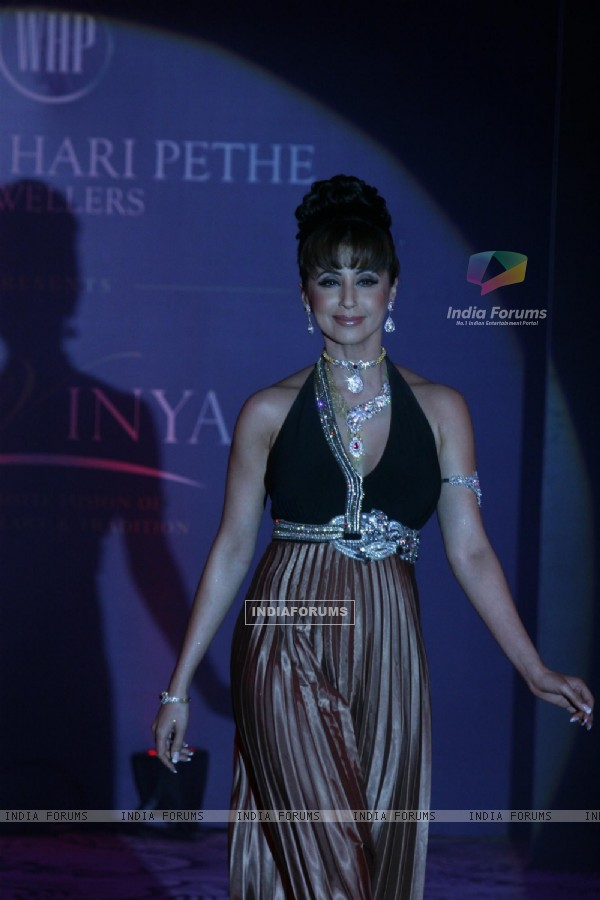 Urmila Matondkar walks the ramp for Waman Hari Pethi Jewellery show at Novotel