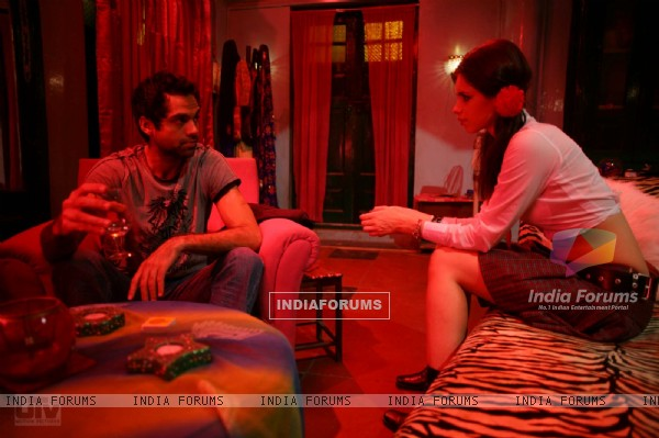 Abhay Deol and Kalki Koechlin in Dev D