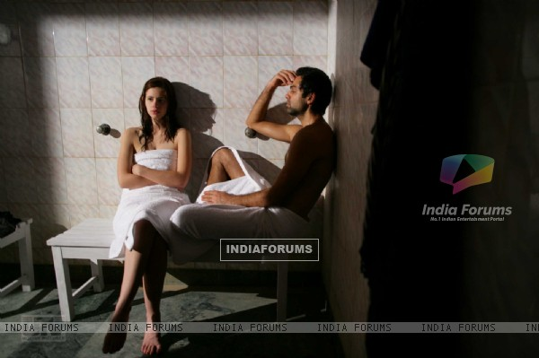 Abhay Deol and  Kalki Koechlin in Dev D (12449)