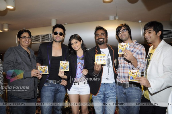 Jackky Bhagnani, Remo Dsouza and Pooja Gupta at F.A.L.T.U film music launch at Planet M, Mumbai (124780)