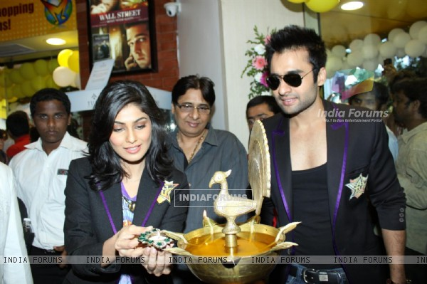 Jackky Bhagnani and Pooja Gupta at F.A.L.T.U film music launch at Planet M, Mumbai (124890)