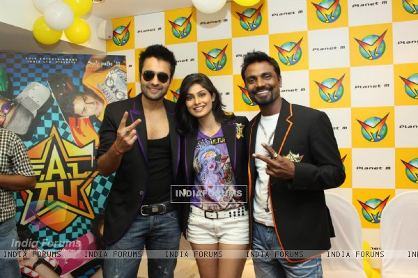 Jackky Bhagnani, Remo Dsouza and Pooja Gupta at F.A.L.T.U film music launch at Planet M, Mumbai (124895)