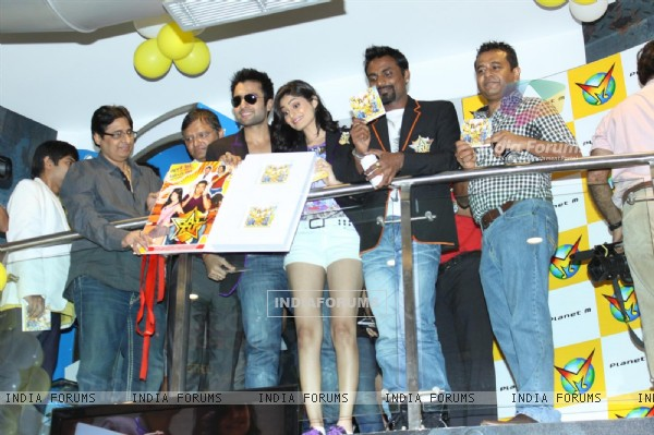 Jackky Bhagnani, Remo Dsouza and Pooja Gupta at F.A.L.T.U film music launch at Planet M, Mumbai (124896)