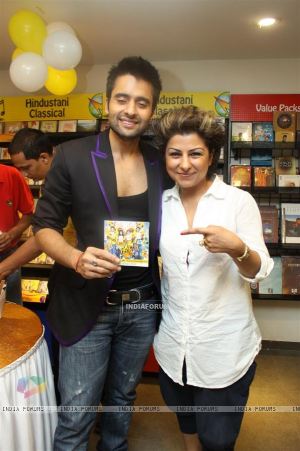 Jackky Bhagnani and Hard Kaur at F.A.L.T.U film music launch at Planet M, Mumbai (124899)