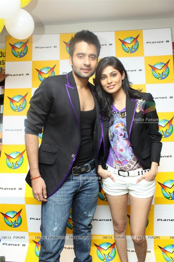 Jackky Bhagnani and Pooja Gupta at F.A.L.T.U film music launch at Planet M, Mumbai (124901)
