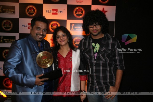 Shankar Mahadevan with family at BIG STAR IMA Awards