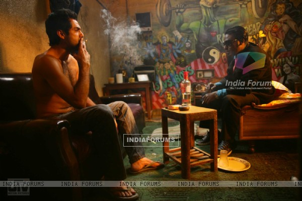 Abhay Deol and Dibyendu Bhattacharya smoking (12511)