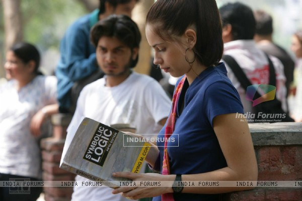 Kalki Koechlin reading a book (12519)