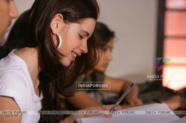 Kalki Koechlin studying in Dev D