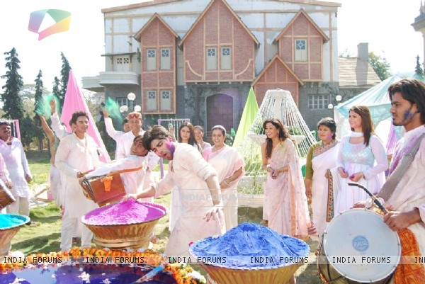 Holi sequence in Chand Chupa Badal Mein