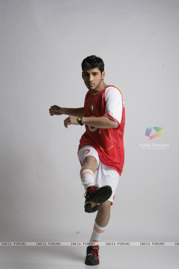 Sammir Dattani wearing a football dress in 42 Kms (12538)
