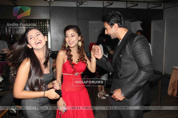 Sara, Krystle and Nishant at 100 Episode Success Party of Ram Milaayi Jodi