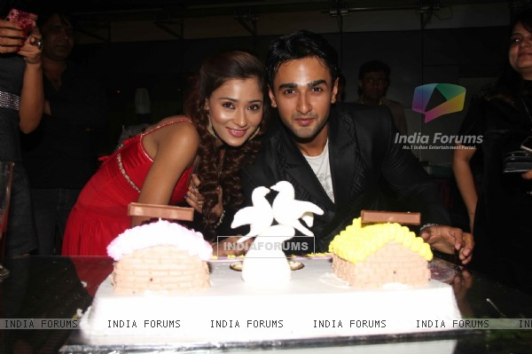 Mona and Anukalp Pose with Cake at Success Party of Ram Milaayi Jodi