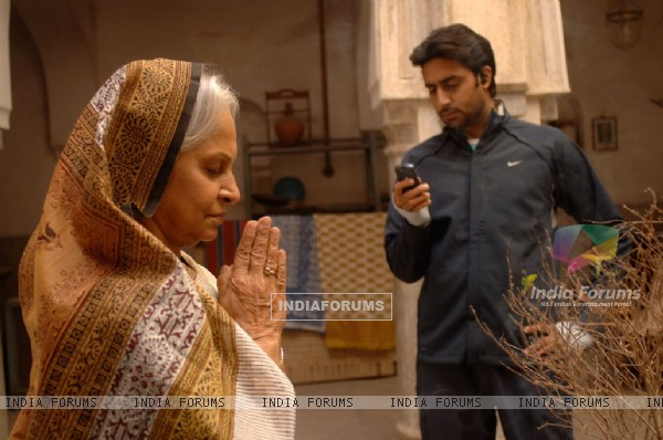Abhishek Bachchan and Waheeda Rahman in Delhi-6 (12579)