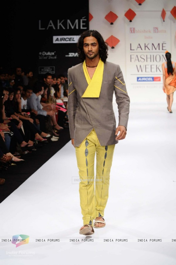 Watch Shayan Munshi walk the ramp for Abhishek Dutta show at Lakme Fashion Week 2011 Day 5 in Grand Hyatt, Mumbai. .