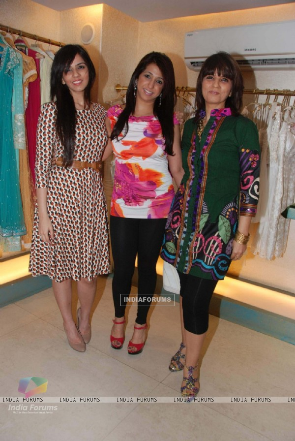 Monikangana at Neeta Lulla store
