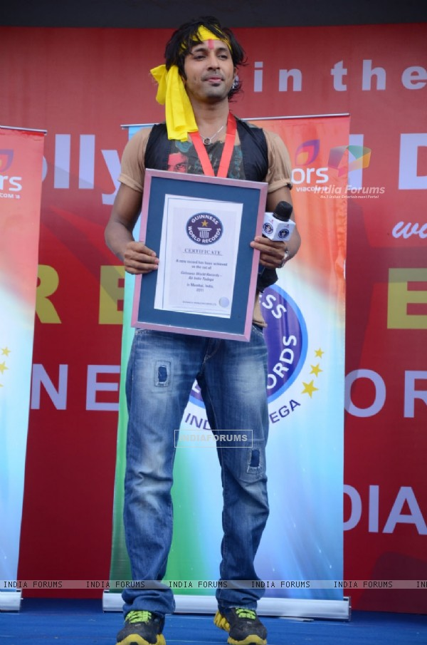 Terrence Lewis successfully breaks The Guinness World Record. .